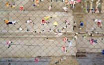 Sin título (Papelitos II), 2006 - Foto intervenida - Fotografía color - Medidas variables