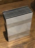 Cuerpos sensibles, 2019 (detalle). Papel fotográfico blanco y negro, película fotográfica 4 x 5, madera, vidrio, hierro. 140 x 59 x 45 cm.