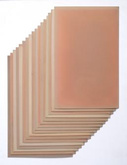 Sin título (pila de papel), 2019. Papel fotográfico blanco y negro. 15 x 20,5 cm.